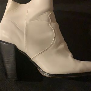 Express size 10 white western heeled booties